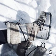 Ok, now it's for real! Kkk Freeeeezing for Jimmy ! ❄️❄️❄️ Morning INC … - Outfit for teens Stylish Winter Outfits, Fall Winter Outfits, Winter Wear, Zermatt, Snow Outfit, Winter Travel Outfit, Moon Boots, Winter Nail Designs, Maquillage Halloween