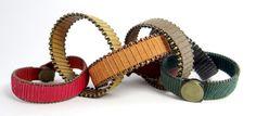 YourS Indie (preferida) Pulseira de Couro com bolinhas de ouro velho nas bordas e linha transpassada. #couro #corrente #leather #acessorio #bijuteria #pulseira #bracelet #yours