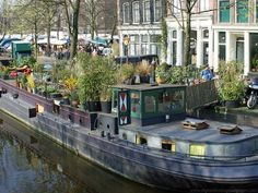 A tour of Amsterdam as brought to you by Tour-Smart with information on places to go and what to see along with it's fine architecture Houseboat Amsterdam, Boat Wallpaper, Costa, Dutch Barge, Wooden Hut, Amsterdam Holland, Kerala Tourism, Floating House, Canal Boat