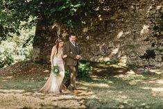 South West France Wedding. Amanda Wakeley bridal gown. Photography by Derek Smietana