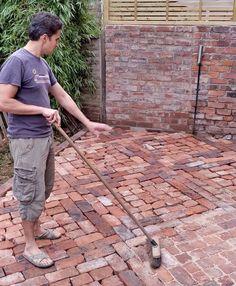 How to Lay a Patio from Reclaimed Bricks — Alice de Araujo Brick Steps, Brick Pathway, Brick Paving, Brick Garden, Garden Paths, Walkway, Backyard Patio, Backyard Landscaping, Patio Stone