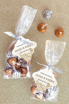 Edible and Easy DIY Wedding Favors | Hugs & Kisses Gift Bags by DIY Ready at http://diyready.com/24-diy-wedding-favor-ideas/