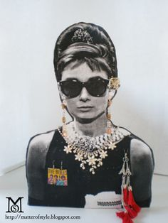 So L. now we know what to do with extra pictures.  Audrey Hepburn jewelry display yup pretty much owns my life and must must do end of discussion!