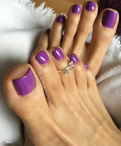No photo description available. Fall Toe Nails, Pretty Toe Nails, Sexy Nails, Sexy Toes, Pretty Toes, Pretty Hands, Purple Pedicure, Purple Toes, Pedicure Nails