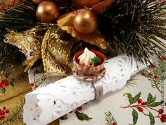 Кольцо Рождественская чашка из термопластики. Праздничное настроение и полная чашка шоколада.. Да не простая, а вся узорная и золоченая ))    И сладости, и чайная пара в этом колечке выполнены полностью вручную, без добавления красок и росписи.