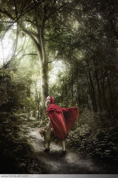 Little red riding hood by Viona Ielegems