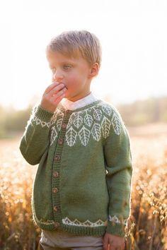 Barne kofta løv av Marianne Bjerkman - Lykkelig as Kids Knitting Patterns, Knitting For Kids, Dapper, Pullover, Retro, My Love, Fair Isles, Sweaters, Handmade