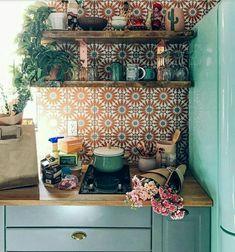 32 Gorgeous Bohemian Style Kitchen Decor Ideas - Popy Home Deco Design, Küchen Design, Home Design, Design Ideas, Design Concepts, Retro Home Decor, Bohemian Kitchen Decor, Bohemian Decor, Hippie Kitchen