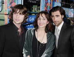 Jason and Robert Schwartzman with their mother Talia Shire from Rocky and Godfather! Robert Schwartzman, Talia Shire, Hot Hunks, The Godfather, Attractive Men, Movies Showing, Famous People, Guys, The Originals