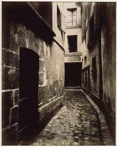 Rue Saint-Séverin, entrée du presbytère Saint-Séverin  - Crédit photo: © Eugène Atget statut - domaine public