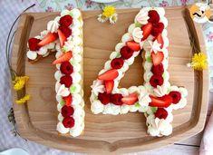 Alliez finesse et gourmandise pour le dessert avec la célèbre tarte chiffres (ou Number cake) ! Un gâteau facile composé d'étages de pâte sablée sublimés par...