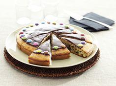 Gateau moelleux aux pepites de chocolat et smarties - La Table à Dessert