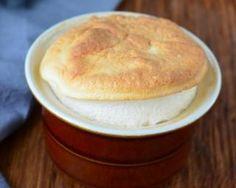 Soufflés sucrés poids plume à la compote de pommes : http://www.fourchette-et-bikini.fr/recettes/recettes-minceur/souffles-sucres-poids-plume-la-compote-de-pommes.html