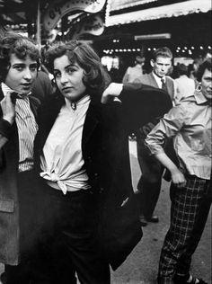 Teddy Girls, Battersea Fun Fair 1956 roger mayne