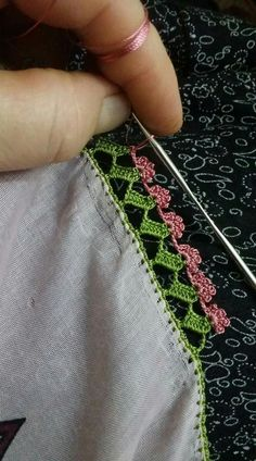 This Pin was discovered by Ays Crochet Borders, Crochet Lace, Crochet Patterns, Needle Lace, Hair Pins, Tatting, Diy And Crafts, Stitch, Crochet Lace Edging