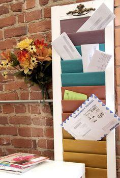 Le courrier s'entasse sur votre table, lettres ou publicités envahissent vos meubles... Voici la solution : fabriquez un trieur de courrier à partir d'un a http://www.flemarie.fr/blog/2014/07/diy-fabriquer-un-trieur-de-courrier-avec-un-volet/
