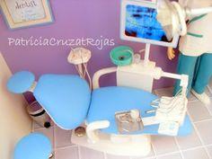 Patricia Cruzat Artesania y Color: Para una nueva Odontóloga, una Consulta con Miniaturas en su Graduación.