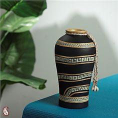 Urn shaped vase in Gold design