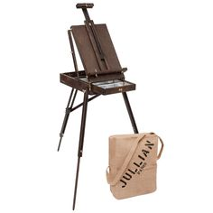 Made of lacquered oak, the Vintage French Easel is finished beautifully and is ideal for use either indoor or outdoor. It offers an exclusive and unique style thanks to its antique finish and has the same traditional features as the historic model Discount Art Supplies, Pochade Box, Jackson's Art, Folding Stool, Jute Bags, Woodworking Furniture, Real Wood, French Vintage, Outdoor Chairs