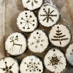 Christmas Tree Dyi, Diy Christmas Crafts To Sell, Christmas Ornament Crafts, Wood Ornaments, Rustic Christmas, Christmas Projects, Holiday Crafts, Christmas Decorations, Wood Burning Crafts