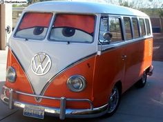 Fun with the Volkswagen bus! Volkswagen Transporter, Volkswagen Bus, Vw T1, Volkswagen Beetles, Mini Camper, Bus Camper, Wolkswagen Van, Combi Ww, Combi Split