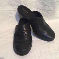 85c50c80481 Clarks Bendables Black Mules Slip On Clogs Size 8M Leather
