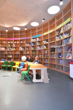 Image 3 of 28 from gallery of Kínder Monte Sinaí / LBR + A. Photograph by Alfonso Merchand Kindergarten Interior, Kindergarten Design, Learning Spaces, Learning Environments, Monte Sinai, Kids Indoor Play, School Library Design, Interactive Activities, Sensory Activities