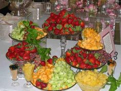 Wedding Food Appetizers Receptions Fruit Displays Ideas For 2019 Fruit Tables, Fruit Buffet, Fruit Trays, Food Buffet, Buffet Ideas, Veggie Display, Veggie Tray, Fruit Recipes, Appetizer Recipes