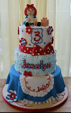 Love this Raggedy Ann cake by Couture de sucre