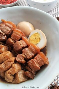 One of my favorite comfort food - Tau Yew Bak. Delicious braised pork belly in soy sauce that is perfect served with rice and sambal belacan. Pork Belly Recipes, Meat Recipes, Asian Recipes, Cooking Recipes, Hawaiian Recipes, Chinese Recipes, Recipies, Healthy Recipes, Steak Dinner Sides