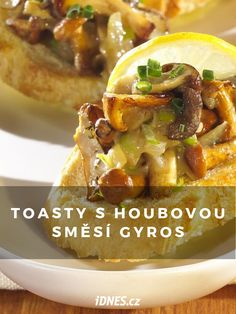 Toasty s houbovou směsí gyros. Cheesesteak, Tacos, Mexican, Ethnic Recipes, Food, Essen, Meals, Yemek, Mexicans