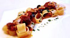 Calamarata alla Luciana Calamari, Mackerel Recipes, Pasta E Fagioli, Sicilian Recipes, Pasta Salad, Waffles, Sausage, Menu, Chicken