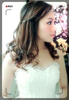 Wedding hairstly                                     www.facebook/vivanwu