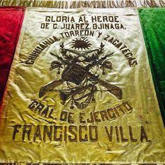 Bandera Cuerpo del Ejército del Norte / Jefe Supremo General Francisco Villa / 1914 / Textil e hilos metálicos / Colección Museo Nacional de...