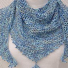 c969be08649f Echarpe chèche, petit châle en pure laine bleu chiné tricoté aux aiguilles