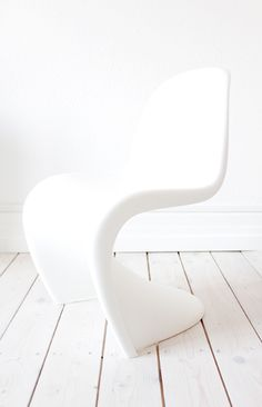 The #timeless #classic chair from #VernerPanton! http://www.furnisho.co.uk/modern-classics/panton/furnisho-panton.html