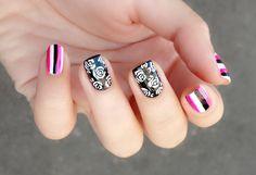 The rose nail art design is very classy Rose Nail Art, Rose Nails, Nail Art Design Gallery, Nail Art Designs, Black And White Roses, Nail Art For Beginners, Grunge Nails, Nail Art Videos, Nails Tumblr
