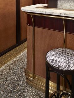 Selection of luxury bar designs to inspire you for your next interior design project ! Interior design trends to help to decor your bar! Bar Lounge, Cafe Bar, Mid Century Bar Stools, Detail Architecture, Design Bar Restaurant, Modern Restaurant, Architecture Restaurant, Counter Design, Terrazzo Flooring