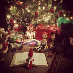 Elf on the shelf Jesus style.showing the true meaning of Christmas! All Things Christmas, Christmas Holidays, Christmas Crafts, Christmas Tables, Modern Christmas, Scandinavian Christmas, Cowboy Christmas, Merry Little Christmas, Reindeer Christmas