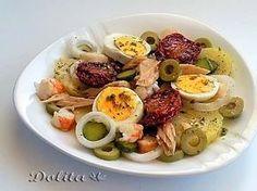 Las ensaladas con patatas son mis preferidas porque, además de estar riquísimas, adecuadamente combinadas son un plato completo y nutritiv...