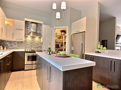 petite cuisine avec garde-manger walk-in - Recherche Google Tea Tray, Cuisines Design, Kitchen Island, Recherche Google, Kitchens, Spaces, Home Decor, U Shaped Kitchen, Diner Kitchen