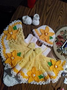 Crochet daffodils baby dress set.