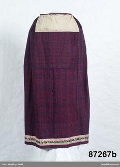 Livstycke a. med kjol i samma tyg b.    Av hemvävt tuskaftat halvylletyg, verken.