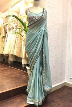 Trendy Sarees, Stylish Sarees, Fancy Sarees, Party Wear Sarees, Sari Bluse, Sarees For Girls, Party Kleidung, Sari Dress, Saree Trends
