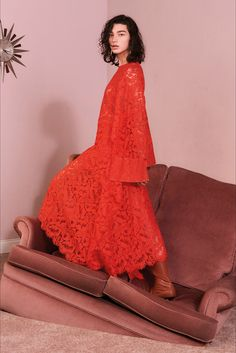 Guarda la sfilata di moda Stella McCartney a New York e scopri la collezione di abiti e accessori per la stagione Pre-Collezioni Autunno-Inverno 2017-18.