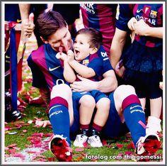 Thiago Messi : Vejam que fofura Titi todo feliz brincando com os confetes , ainda bem que ele se comportou bem,  saíram fotos lindas que vocês vão ver ao longo da semana.   Ótima semana pra todos   thiagomessi