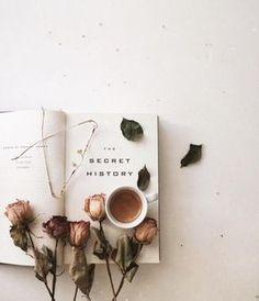 The Secret History and Dark Academia. Book Aesthetic, Aesthetic Pictures, Aesthetic Light, Aesthetic Coffee, Aesthetic Outfit, Beige Aesthetic, Aesthetic Bedroom, Aesthetic Vintage, Aesthetic Fashion
