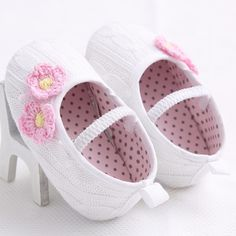 Cute sweet knit newborn baby shoes | Mini Booties