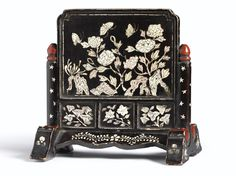 A Small Mother-of-Pearl Inlaid Table Screen<br>Ryukyu Kingdom, 17th / 18th Century | lot | Sotheby's