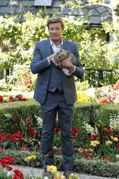 Patrick Jane (Simon Baker) The Mentalist with a bunny! Patrick Jane, Simon Baker, The Mentalist, Celebrities With Cats, Celebs, Benny And Joon, Beautiful Men, Beautiful People, Pretty People
